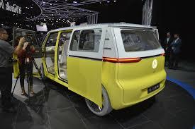 volkswagen concept van volkswagen i d buzz electric van live images videos from debut