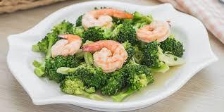 cuisiner les brocolis sauté de crevettes aux brocolis recettes femme actuelle