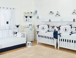 chambre de jumeaux design interieur chambre bébé jumeaux garçons déco nautique bleu