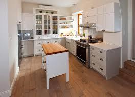 peindre des armoires de cuisine en bois rideau blanc transparent avec accent noir lumières en acier de cadre