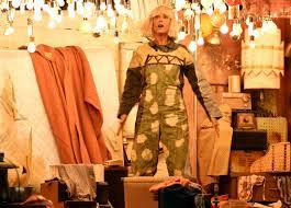 Sia Video Chandelier by Sia Parodies Self Recruits Kristen Wiig For U0027chandelier U0027 Grammy