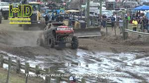 mud truck wallpaper love ya some racin u0027 mud truck action redneck mud park