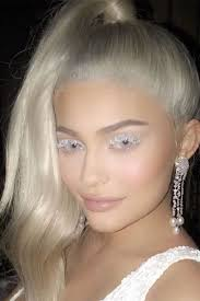 how kylie jenner got white eyelashes for halloween they u0027re real