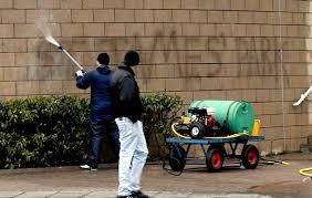 Michael Atkinson lässt sich nicht jeden neumodischen Kram gefallen. Der 30-jährige Arbeitslose aus Newcastle wollte, wie wohl der grösste Teil der Anhänger ... - Bildschirmfoto-2012-03-07-um-21.24.42