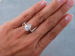pear engagement ring 2 carat pear shaped diamond ring rings 2 carat pear shaped