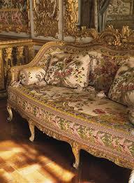 chambre antoinette meubles dans la chambre à coucher de la reine antoinette au