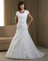 wedding dress designers list list of wedding dress designers who design modest wedding dresses