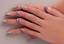 imagenes de uñas pintadas pequeñas uñas decoradas con puntos y rayas los mejores diseños de la red