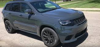 blue jeep grand cherokee youtuber drives 2018 jeep grand cherokee trackhawk goes for 0 60