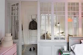 astuce pour separer une chambre en 2 une verrière en bois pour séparer 2 chambres