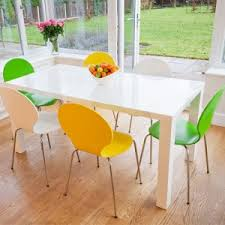 White Dining Table And Coloured Chairs Modern White Dining Tables And Trendy Coloured Chairs Danetti