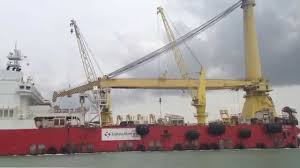 Sapura 3000 Pipelay Crane Vessel At Singapore Water Youtube