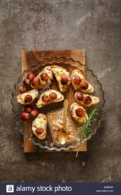baked canapes canapes with baked camembert cheese grapes and honey bruschette on