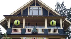 Halloween Haunted House Vancouver by Vancouver Home Raises The Creativity Bar For Halloween Decor