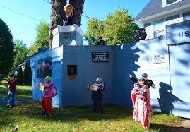 spirit halloween wallingford ct trump wall u0027 surrounds west hartford home as halloween display