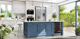 are two tone kitchen cabinets in style 2020 is the two toned kitchen cabinet trend right for your kitchen