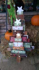 Wooden Christmas Decorations For Outside by Best 25 Pallet Christmas Ideas On Pinterest Christmas Wood