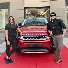 range rover pink interior indian wrestler geeta phogat buys a brand new range rover evoque