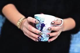 nagellack designs diy water marble kopp med nagellack adaras blogazine