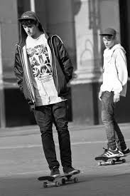 hairstyles for skate boarders 50 unique skater boy hair styles outfits and looks skater boy