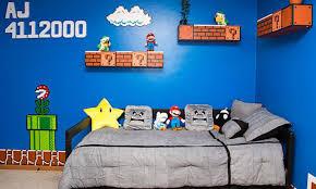 jeux de chambre à décorer un père passionné de jeux vidéo dé la chambre de sa fille en