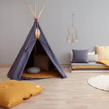 tipi pour chambre chambre enfant le tipi la nouvelle cabane à adopter