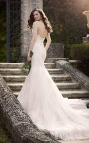 Fitted Wedding Dresses Strapless Sweetheart Chapel Train Fit And Flare Lace Wedding Dress