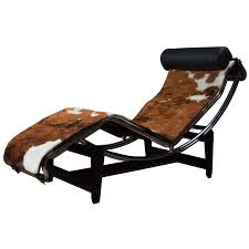 le corbusier lc4 lounge chair in cowhide le corbusier lounge