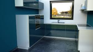 winkelküche mit elektrogeräten alno pro echtglas küche mit elektrogeräten und einbauspüle