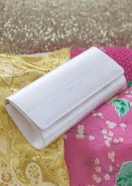 pochette blanche mariage pochette mariage en satin ivoire greta princesse d un jour