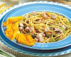 primo piatto con fiori di zucca pasta con tonno e fiori di zucca cucina