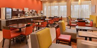 Country Kitchen Indianapolis Indiana - holiday inn express u0026 suites indianapolis w airport area hotel