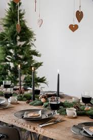 Xmas Table Decorations by Best 25 Christmas Table Settings Ideas On Pinterest Christmas