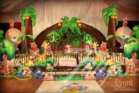 jungle themed birthday party jungle birthday party theme ideas tulips event 15 jpg 700 470