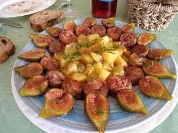 cuisiner des andouillettes andouillettes aux figues recette abats supertoinette