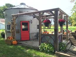 cottage house pictures best 20 silo house ideas on pinterest grain silo country bar