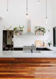 cuisine carrelage metro carrelage métro et murs blanc dans une cuisine style loft