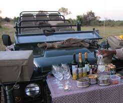 land rover safari cocktails off the bumper of a land rover imgur