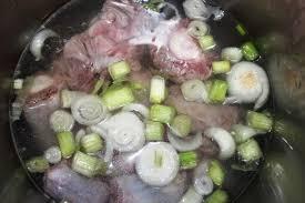 cuisiner la queue de boeuf cuisine du cameroun la recette de la queue de boeuf sauce arachides
