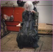 The Scariest Halloween Decorations Ever by Scariest Halloween Decorations Ever Old Lady Home Design Ideas