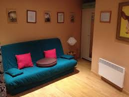 seconde chambre la pièce avec l ordinateur canapés clic clac