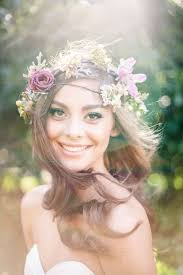 hair flower tips and ideas for wearing fresh flowers in your hair for your wedding