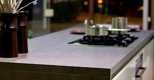 pour plan de travail cuisine plan de travail de cuisine en grès avantages et inconvénients de