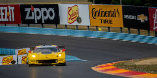 corvette race car consulting the engineers on what makes the corvette c7 r such a