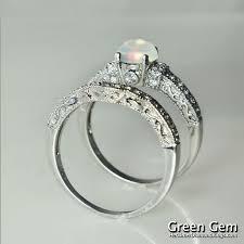 How To Wear Wedding Rings by Best 25 Vintage Opal Rings Ideas On Pinterest Opal Rings Opal