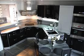 cuisine laqué noir cuisine laquee avec equipee noir des meuble et plan de