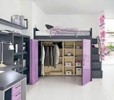 hochbett mit sofa drunter multifunktionales schlafzimmer gestalten für kleine räume