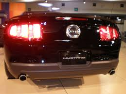 Ford Mustang Gt Black File 2010 Black Ford Mustang Gt Rear Jpg Wikimedia Commons