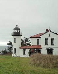 admiralty head lighthouse fort casey state park whidbey island