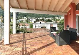 boden fã r balkon boden fur balkon holzfliesen im a 1 4 berdachten auaenbereich